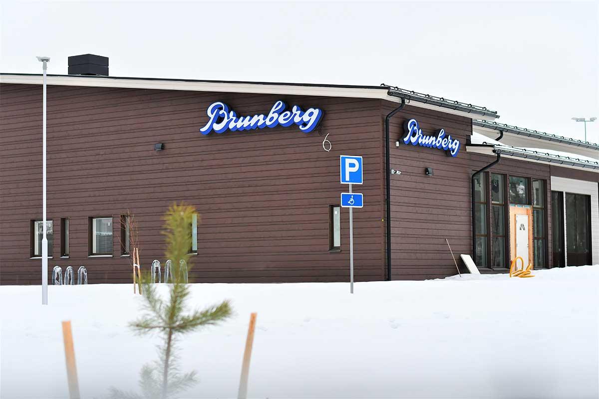 Rakenteilla-oleva-Brunberg-tehtaanmyymälä